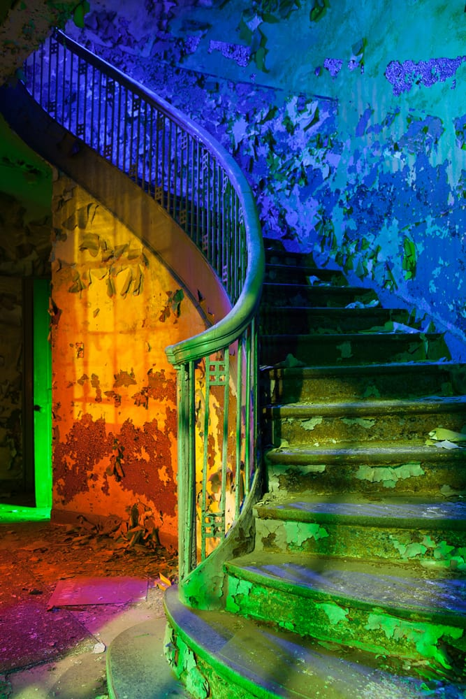 Heat Water Light Stairs - Gary, Indiana - The Flash Nites