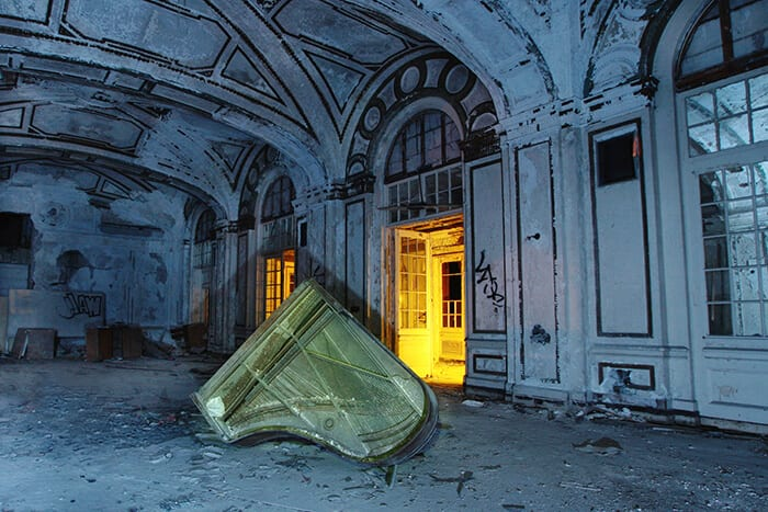 Lee Plaza - Detroit, Michigan - The Flash Nites